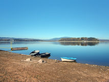 岸、小船和Slanica海岛 库存图片