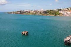 岸上海海湾和城市 堡垒de法兰,马提尼克岛 免版税库存照片