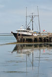 岸上钓鱼拖网渔船 免版税库存图片