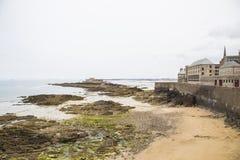 岸的看法从圣徒malo的 免版税库存图片