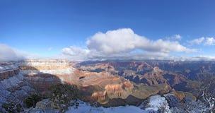 峡谷全部全景雪 免版税库存照片