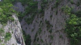 峡谷全部的克里米亚 克里米亚半岛山的天线 股票视频