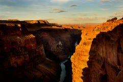 峡谷全部超出日出 免版税库存照片
