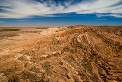 峡谷和山-在阿塔卡马沙漠,瓦尔de la月/月球,圣佩德罗火山de阿塔卡马,智利的月球风景 免版税库存图片