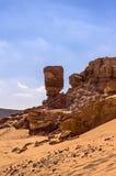 峡谷和沙漠反对蓝天 免版税库存照片