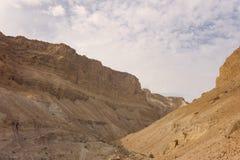 峡谷在Judean沙漠在死海,以色列的Midbar耶胡达 无生命的土地背景在沙漠在的西岸 图库摄影