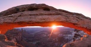 峡谷地国家公园Mesa曲拱  免版税库存照片