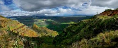 峡谷夏威夷考艾岛全景wiamea 库存照片