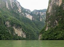 峡谷峭壁高sumidero 库存图片