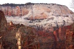 峡谷巨大红色晃动王位犹他白色zion 库存照片