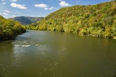 峡谷新的河 库存图片