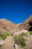 峡谷沙漠山掌上型计算机 库存图片