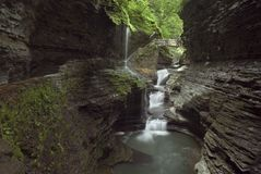 峡谷瀑布 免版税库存图片
