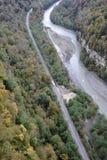 峡谷的全景有世界的最长的停止人行桥的 库存照片