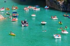 维登峡谷的Lac de Sainte Croix和入口,法国 免版税图库摄影
