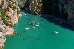 维登峡谷的Lac de Sainte Croix和入口,法国 免版税库存照片