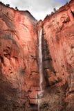 峡谷红色岩石sinawava寺庙瀑布zion 免版税图库摄影