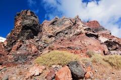 峭壁和圣托里尼海岛,希腊火山岩  在破火山口的看法 库存图片