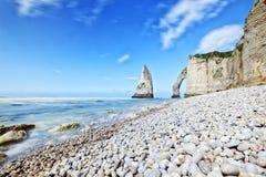峭壁和岩石在Etretat靠岸,法国 免版税图库摄影