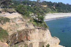 峭壁和海滩在俄勒冈海岸 免版税库存图片