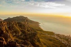 峭壁和海看法从桌山 库存照片