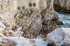 峭壁和海运 免版税库存照片