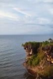 峭壁和海洋的看法 图库摄影