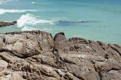 峭壁和海洋 免版税库存图片