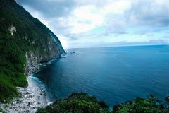 峭壁和海洋 库存照片