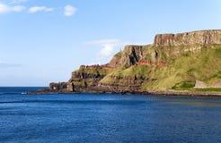 峭壁在北爱尔兰 免版税库存照片