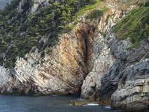 峭壁在波尔托韦内雷自然公园  免版税库存照片