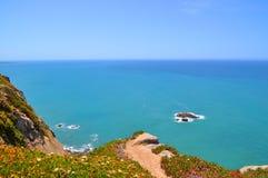 峭壁在葡萄牙 库存图片