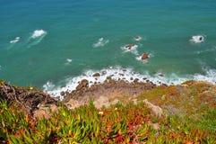 峭壁在葡萄牙 免版税库存照片