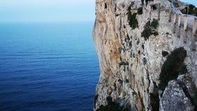 峭壁在马略卡海岛上的Cabo福门特拉岛  股票视频