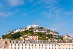 峭壁小山的议院,在绿色植物中的一个岩石, interes 库存照片