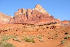 峭壁巨型独石朱红色 免版税图库摄影