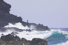 峭壁捕鱼夏威夷人 图库摄影