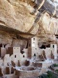 峭壁接近的宫殿 库存图片