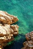 峭壁海运绿松石 图库摄影