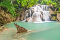 峭壁瀑布, Huay Mae Kamin瀑布 库存照片