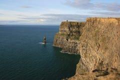 峭壁爱尔兰海 库存图片