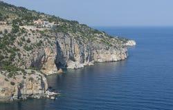 峭壁的修道院Archangelos,海岛Thassos,希腊,欧洲 库存图片