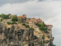 峭壁的希腊迈泰奥拉修道院 库存图片