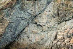 峭壁的特写镜头由海的 库存图片