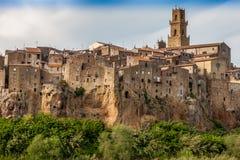 峭壁的皮蒂利亚诺市,托斯卡纳,意大利 免版税库存照片