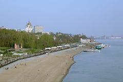 从峭壁的看法在阿穆尔河上向哈巴罗夫斯克,远东, Ru 免版税库存照片