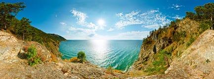 360峭壁的cilindrical全景在水贝加尔湖海上的 免版税库存图片