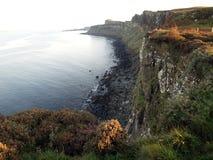 峭壁苏格兰男用短裙岩石 免版税库存图片