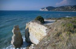 峭壁被腐蚀的海运视图 免版税图库摄影