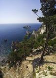 峭壁corfu希腊paleokastritsa 库存图片